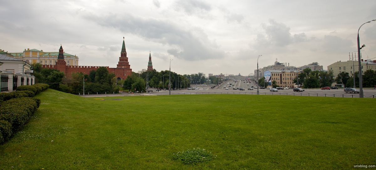 2009 Москва Лужайка Никсона Боровицкая площадь газон