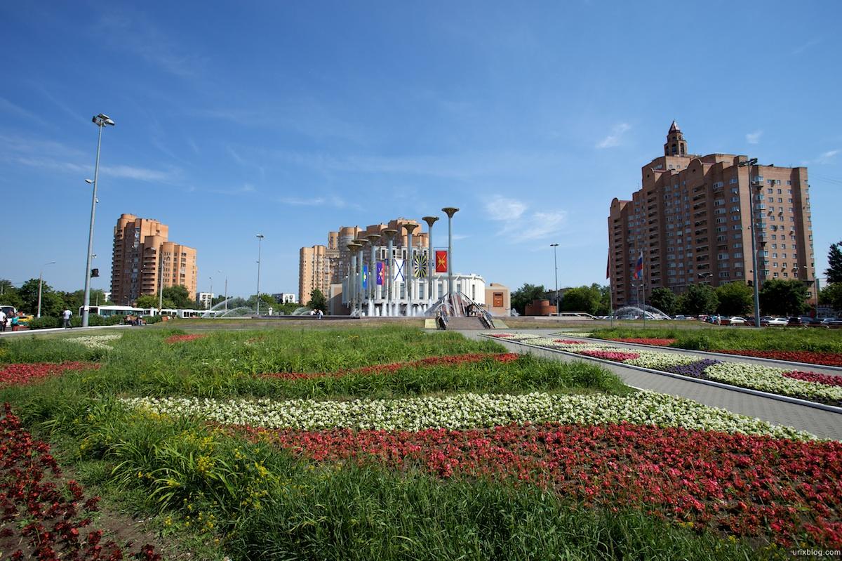 2009 Москва Кузьминки метро фонтан газон