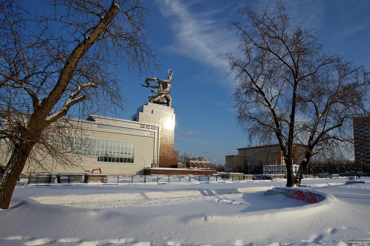 2010 ВДНХ Москва Рабочий и Колхозница зима снег