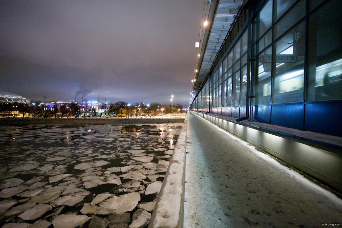 2010 flying lanterns зима Летающие фонарики на смотровой МГУ Воробъёвы горы Москва река лёд