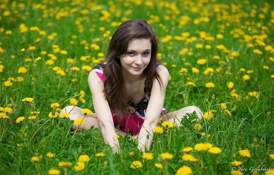 2010 Moscow Москва Коломенское одуванчики парк девушка girl Кристина