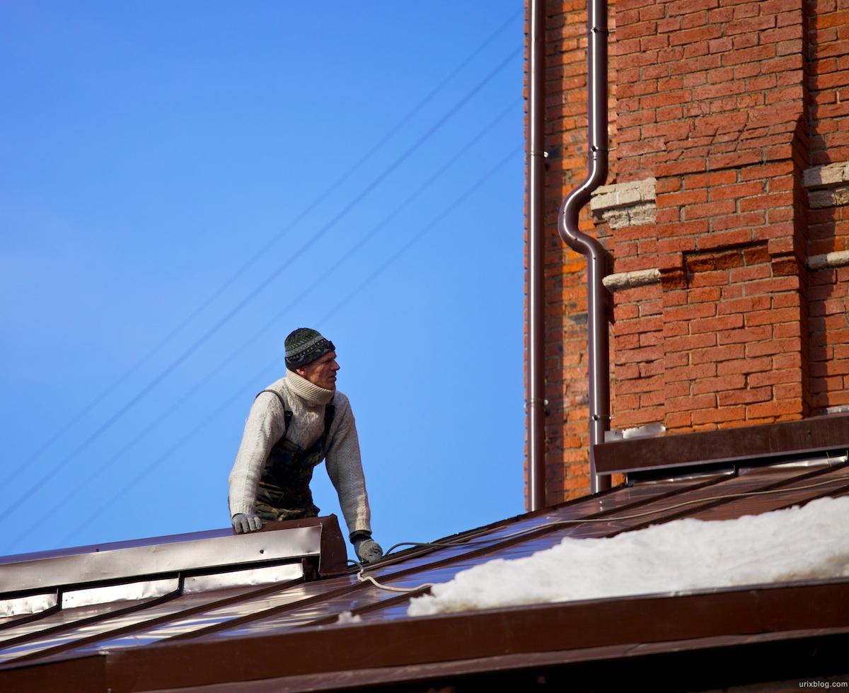 2011 Москва, человек на крыше, Moscow, man on the roof