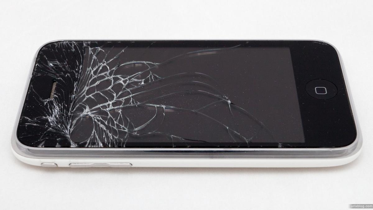 2011 broken iPhone 3GS