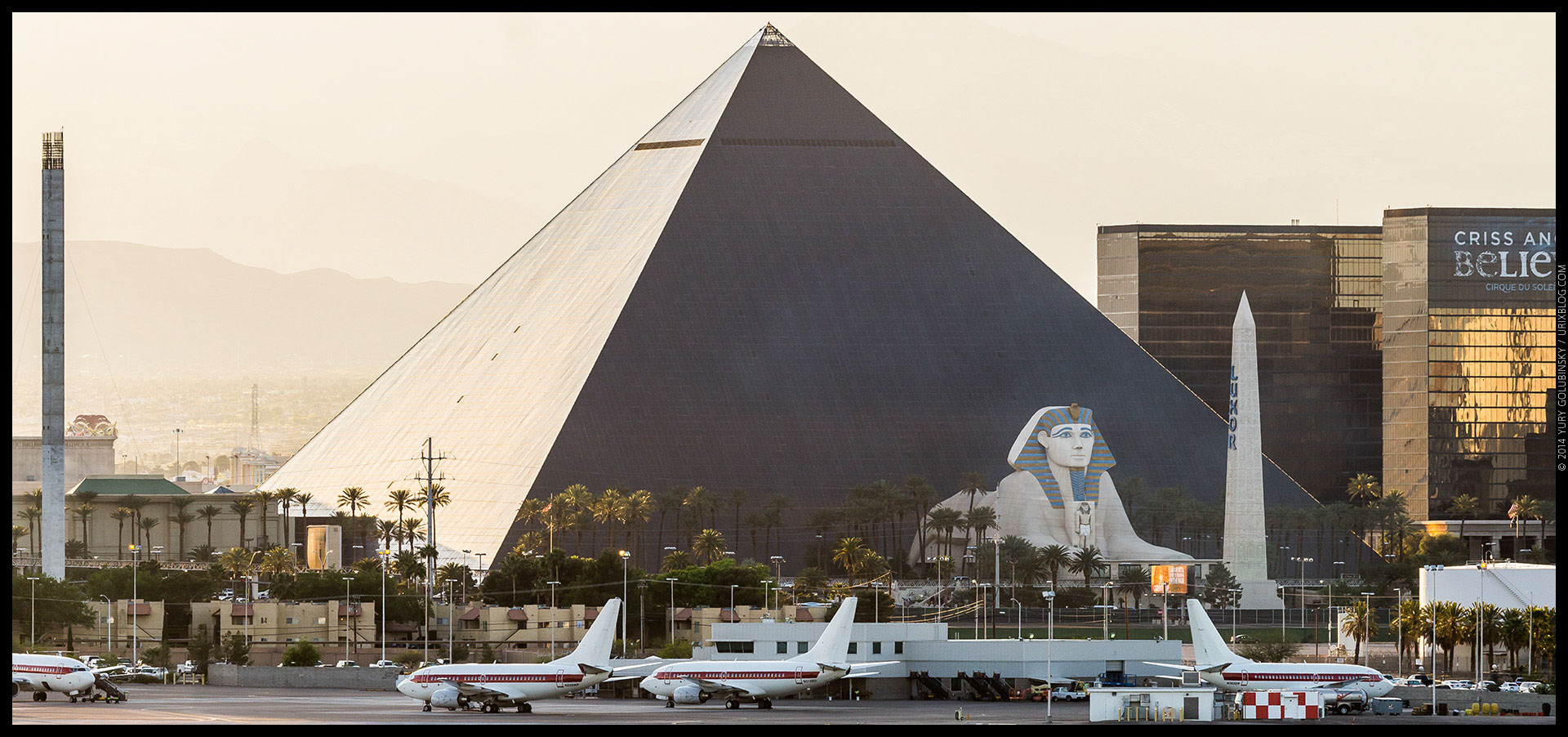Luxor Casino, hotel, 2014, LAS, Las Vegas McCarran International airport, strip, LV, Clark County, USA, Nevada, panorama, horizon, city
