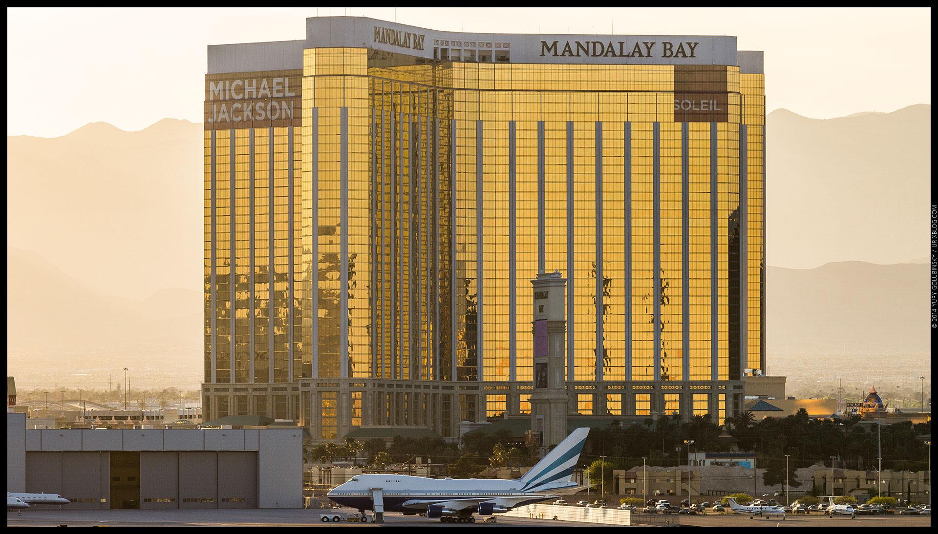 Mandalay Bay, casino, hotel, airplane, 2014, LAS, Las Vegas McCarran International airport, strip, LV, Clark County, USA, Nevada, panorama, horizon, city