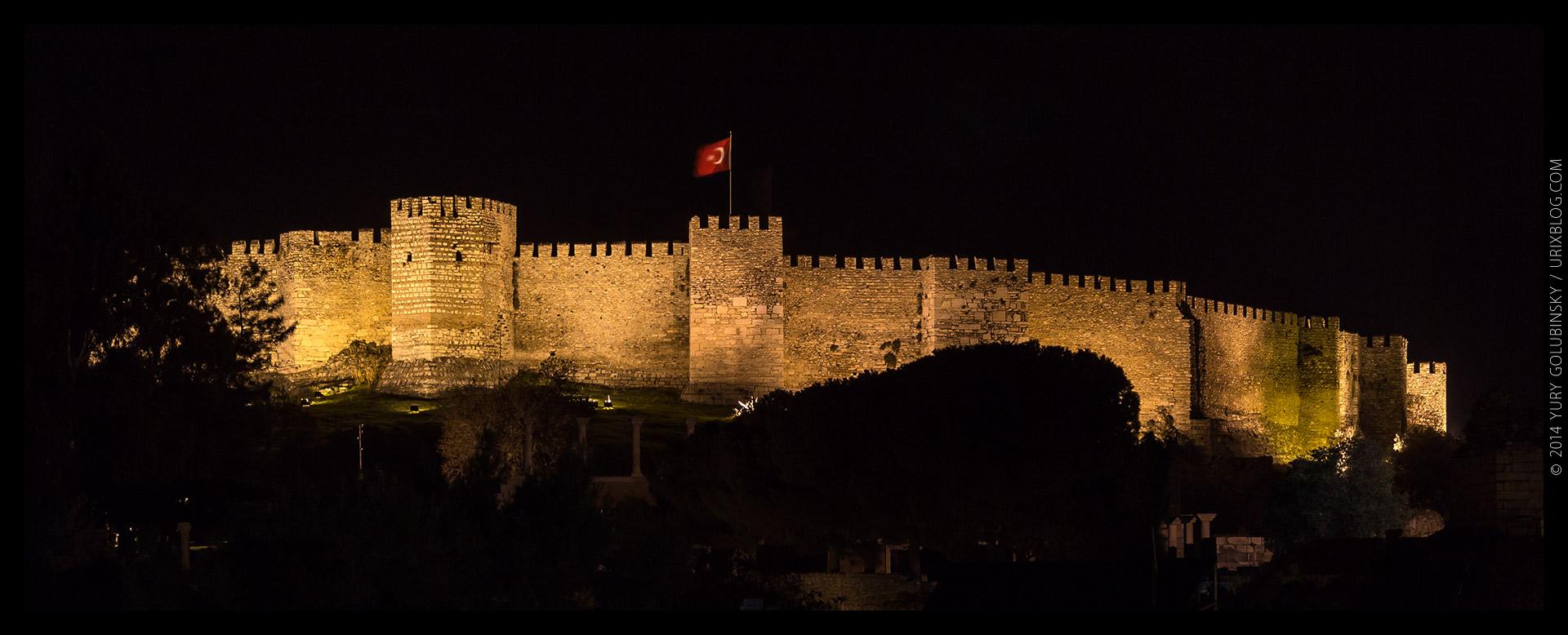 Аясулук, Айасулук, крепость, замок, ночь, флаг, холм, Сельчук, Измир, Турция, старинный, средневековый, руины, раскопки, панорама, 2014