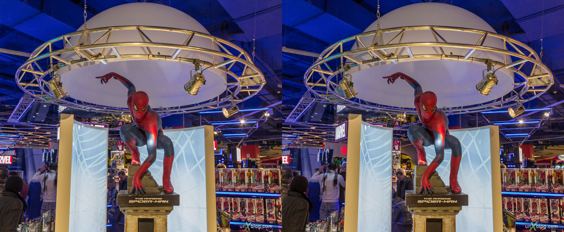 Spiderman, Hamleys-World, Central Childrens World, Shop, Store, Lubyanskaya square, Moscow, Russia, 3D, stereo pair, cross-eyed, crossview, cross view stereo pair, stereoscopic, 2015