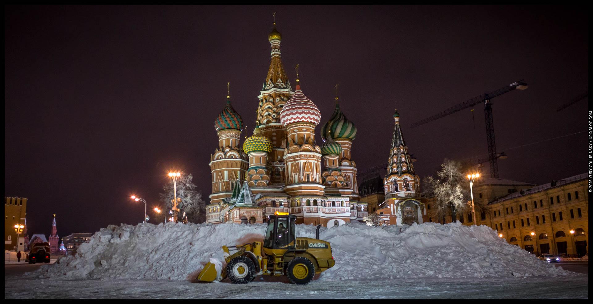 Собор Василия блаженного, снег, куча, зима, трактор, ночь, Москва, Россия, 2016, панорама