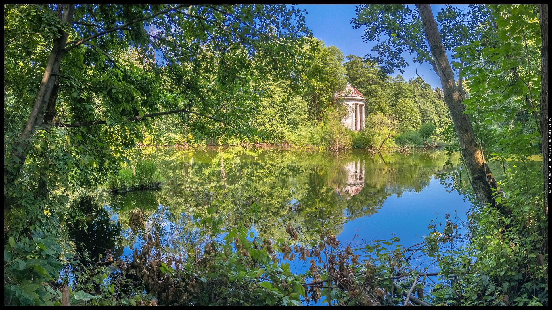 Bazhenov rotunda, lake, pond, Vorontsov park, Bykovo homestead, Russia