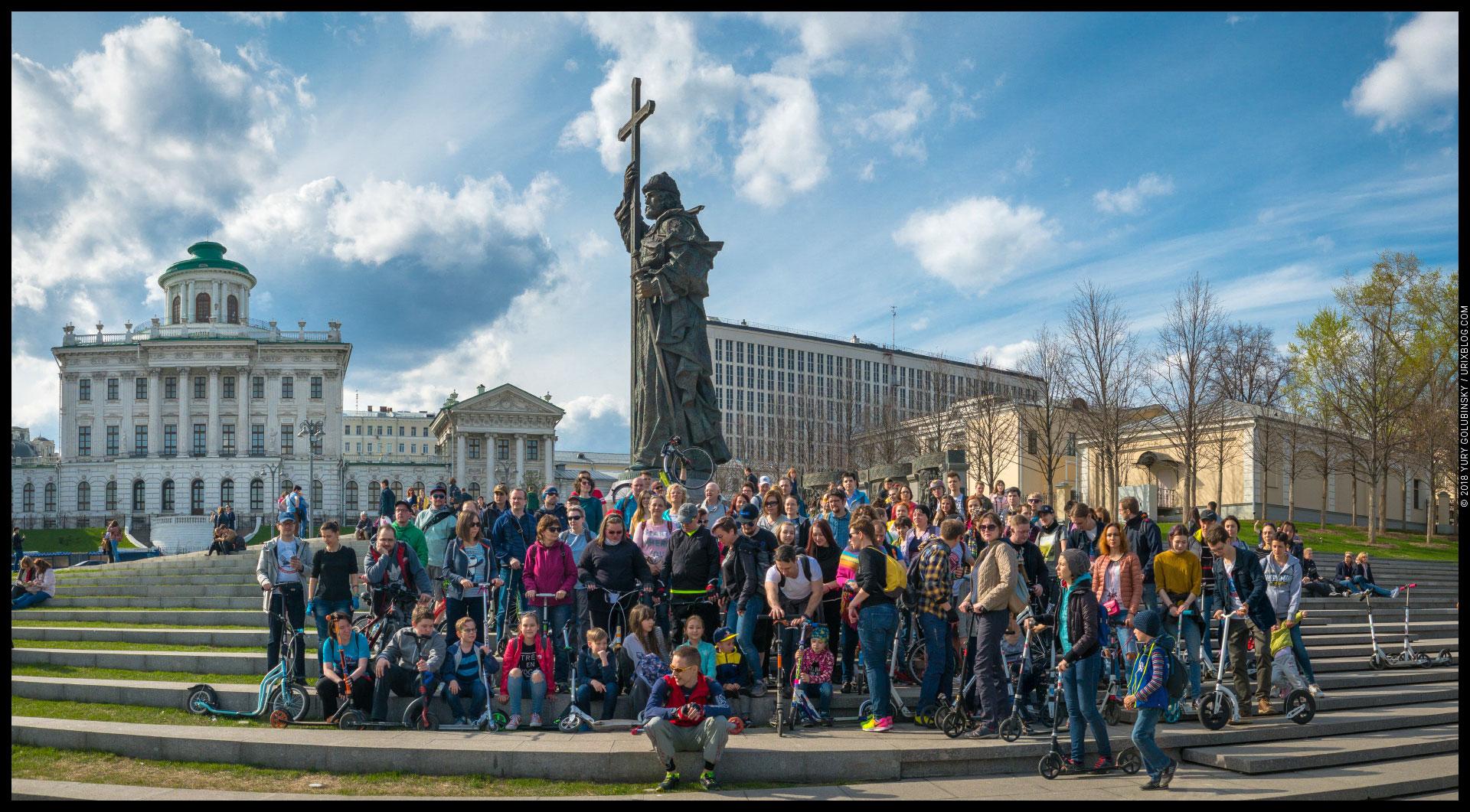 Боровицкая площадь, Москва, Россия, 2018, весна, памятник