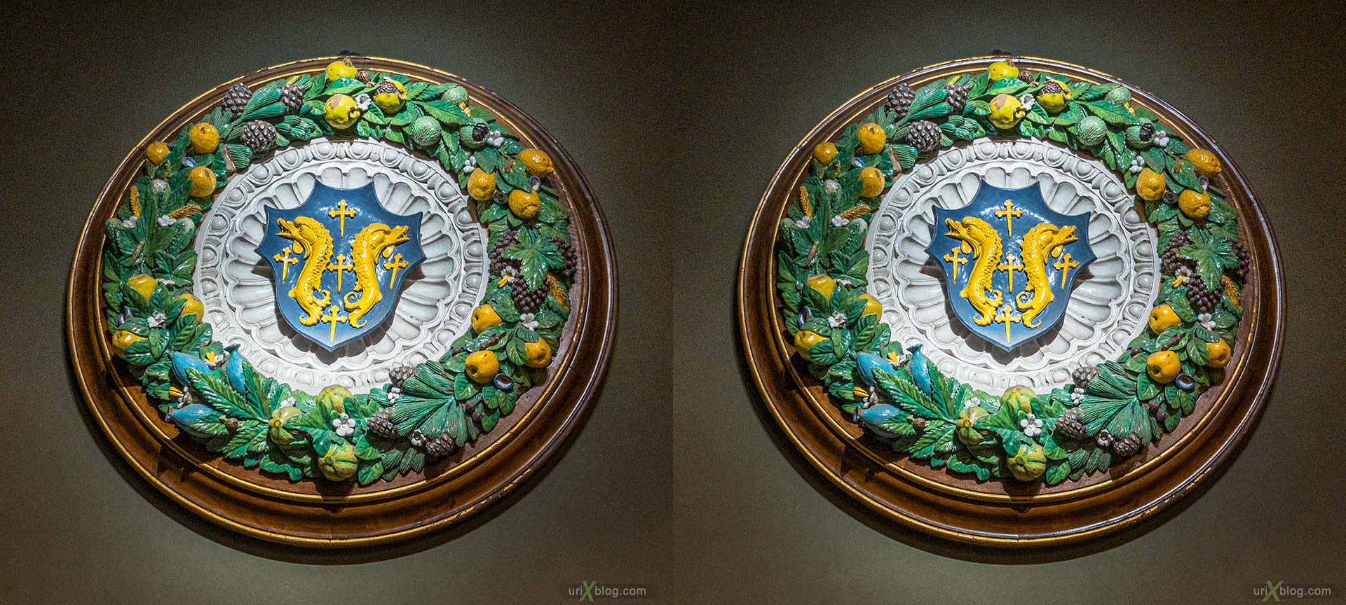 coat of arms, crest, glazed terracotta, tondo, garland, Uffizi Gallery, Contini Bonacossi Collection, Giovanni della Robbia, Florence, Firenze, Italy, 3D, stereo pair, cross-eyed, crossview, cross view stereo pair, stereoscopic