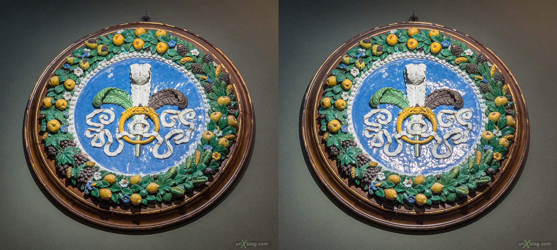 coat of arms, crest, glazed terracotta, tondo, garland, Uffizi Gallery, Contini Bonacossi Collection, Santi Buglioni, Florence, Firenze, Italy, 3D, stereo pair, cross-eyed, crossview, cross view stereo pair, stereoscopic