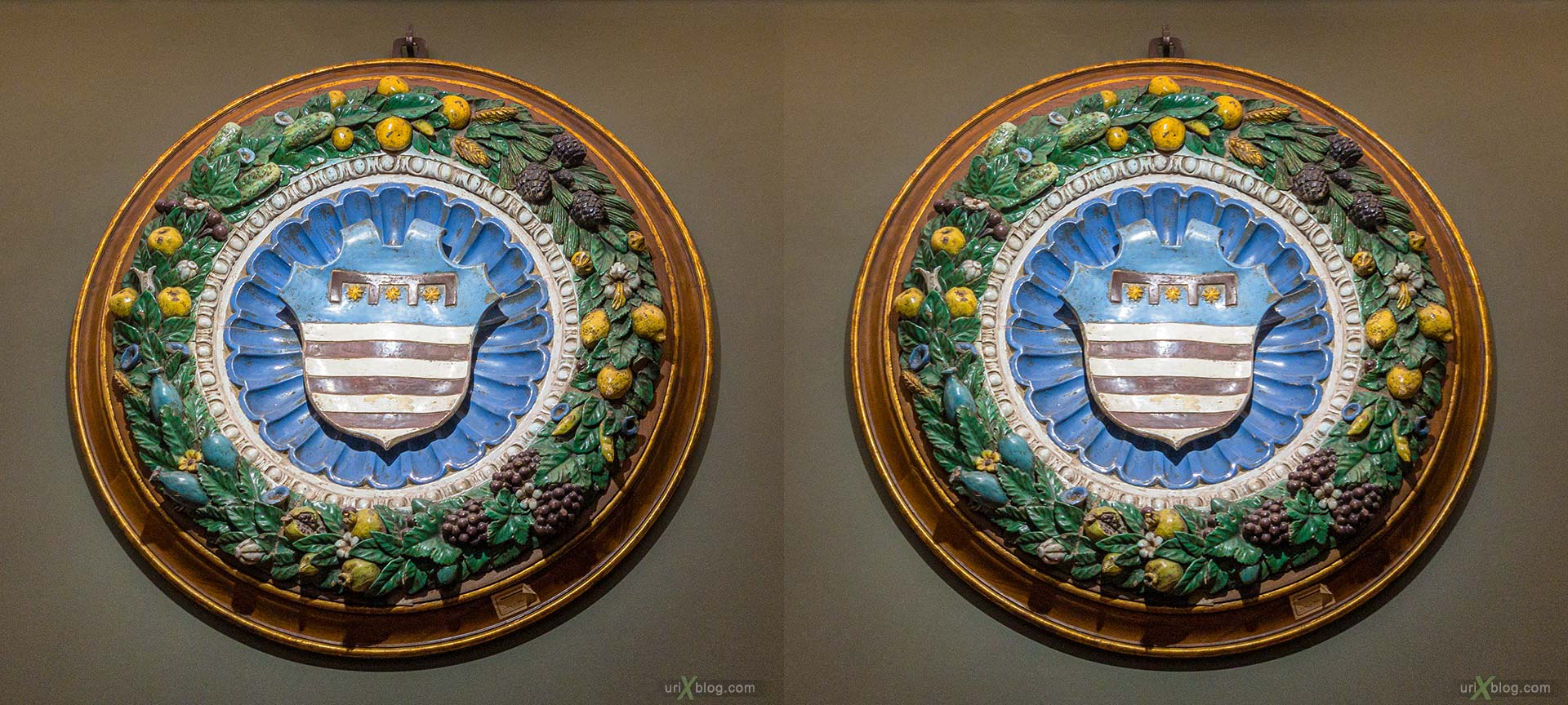coat of arms, crest, glazed terracotta, tondo, garland, Uffizi Gallery, Contini Bonacossi Collection, Benedetto Buglioni, Florence, Firenze, Italy, 3D, stereo pair, cross-eyed, crossview, cross view stereo pair, stereoscopic
