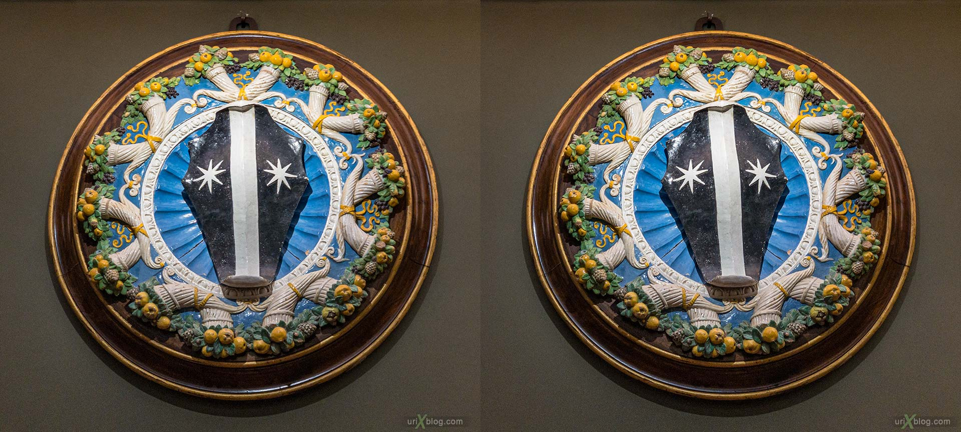 coat of arms, crest, glazed terracotta, tondo, garland, Uffizi Gallery, Contini Bonacossi Collection, Luca della Robbia, Florence, Firenze, Italy, 3D, stereo pair, cross-eyed, crossview, cross view stereo pair, stereoscopic