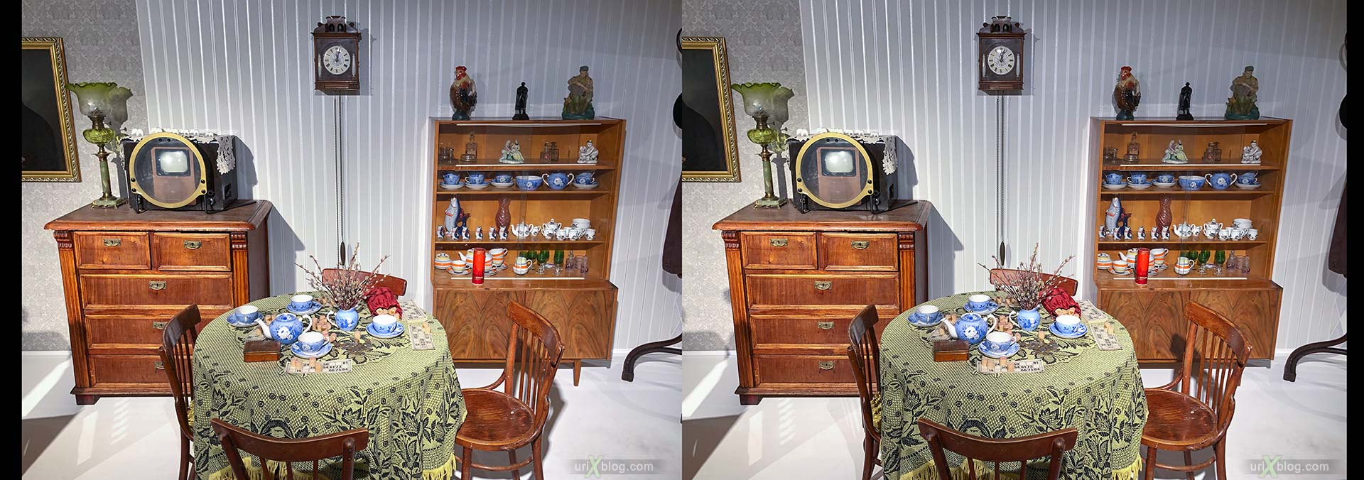 exhibition, Family values, Museum of Moscow, soviet life, apartment, toys, Moscow, Russia, 3D, stereo pair, cross-eyed, crossview, cross view stereo pair, stereoscopic